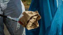 sprzątanie terenu z odpadów