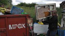 Osiem kontenerów odpadów