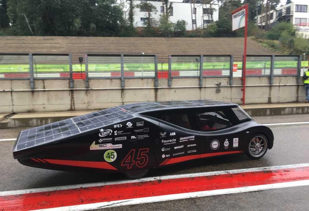 samochód elektryczny na energię słoneczną