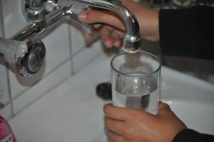 Ograniczyć picie wody butelkowanej