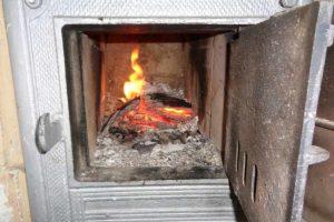 Spalanie odpadów w domowych piecach