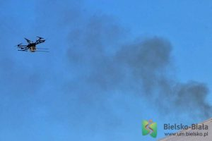 uderzają dronami w smog
