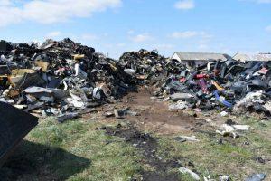 Nielegalny demontaż pojazdów i składowanie odpadów