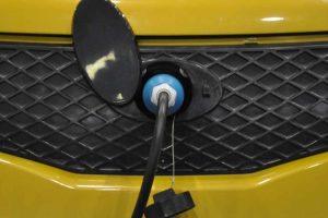 dwa samochody elektryczne