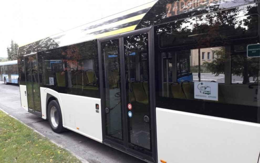 testuje autobus elektryczny