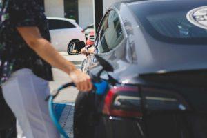 10 stacji ładowania samochodów