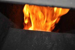Spalanie odpadów i zakazanych paliw