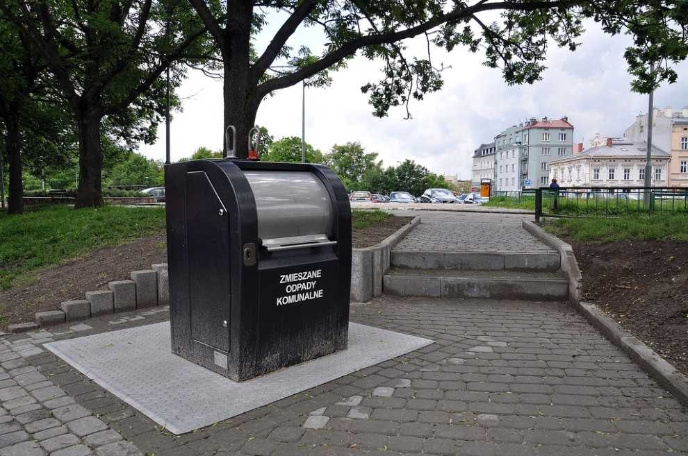 Podziemny pojemnik na odpady