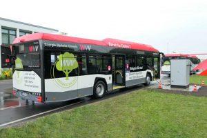 Dwa autobusy elektryczne