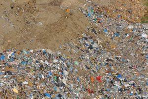 Składowanie odpadów bez wymaganego zezwolenia