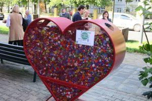 Serca na plastikowe nakrętki