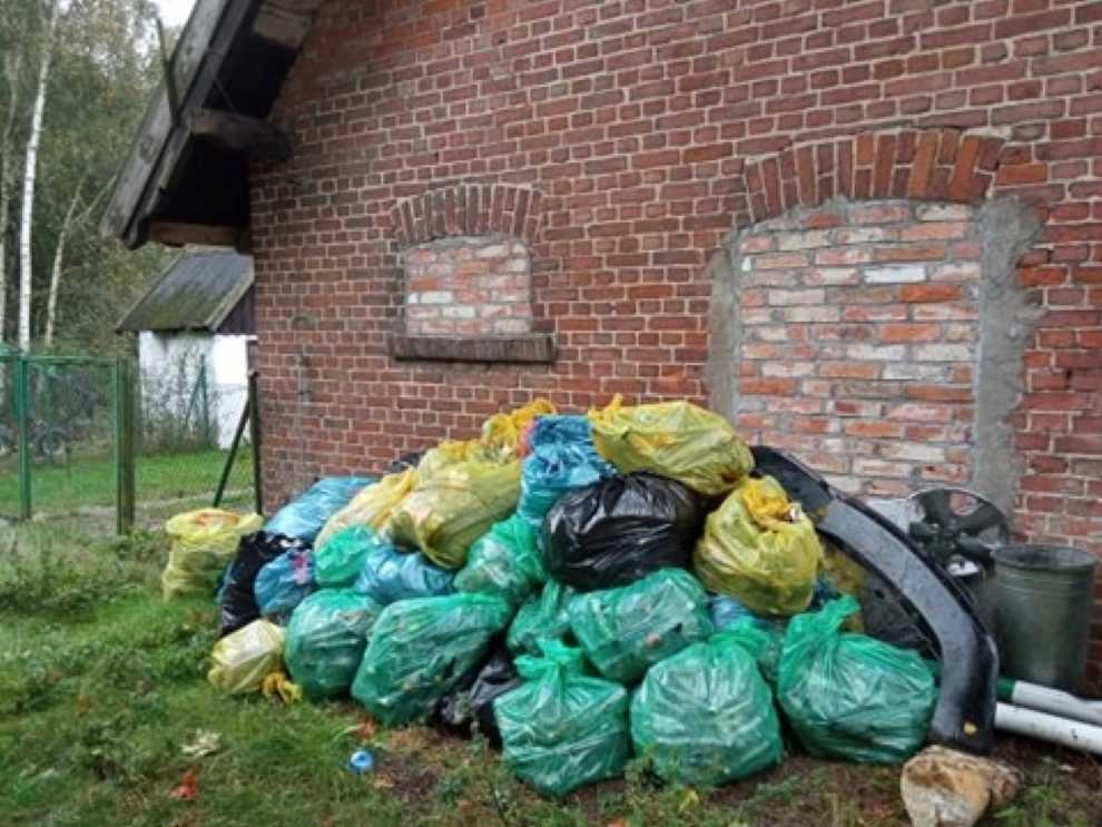 Ponad 50 worów odpadów