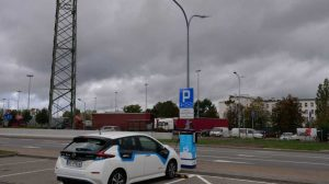 Energa z Grupy ORLEN poinformowała w minioną środę, że rozpoczyna pilotażowy projekt, w którym wykorzystane zostanie oświetlenie uliczne jako stacje ładowania pojazdów elektrycznych.