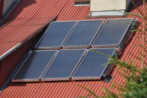 Zachęca do instalacji niskoemisyjnych źródeł energii