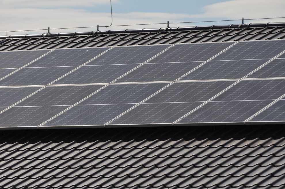 nie korzysta z energii odnawialnej