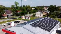 Inwestuje w instalacje fotowoltaiczne (PV), a inwestycje te osiągają coraz większe rozmiary.