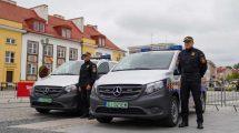 Dwa pojazdy elektryczne